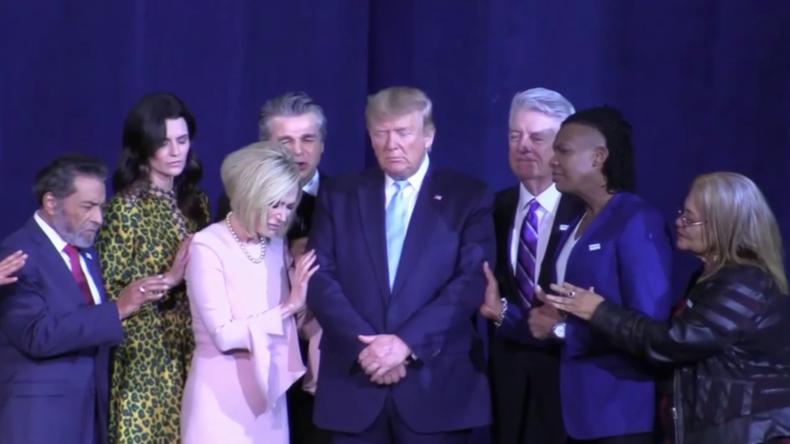 Nach Drohnenmord: Trump lässt sich von religiösen Fanatikern feiern
