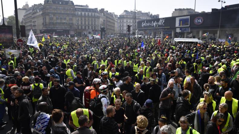 Live aus Paris: Gelbwesten und Gewerkschaftsmitglieder protestieren gegen Rentenreformen