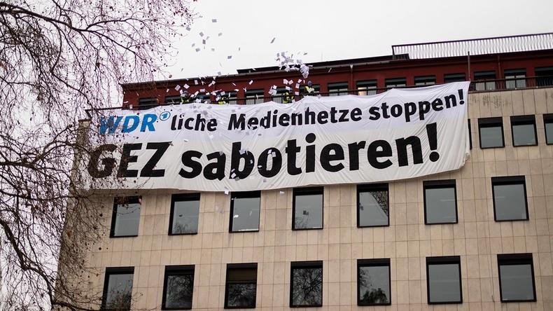 """Wegen """"Umweltsau""""-Lied: Identitäre steigen WDR aufs Dach (Video)"""