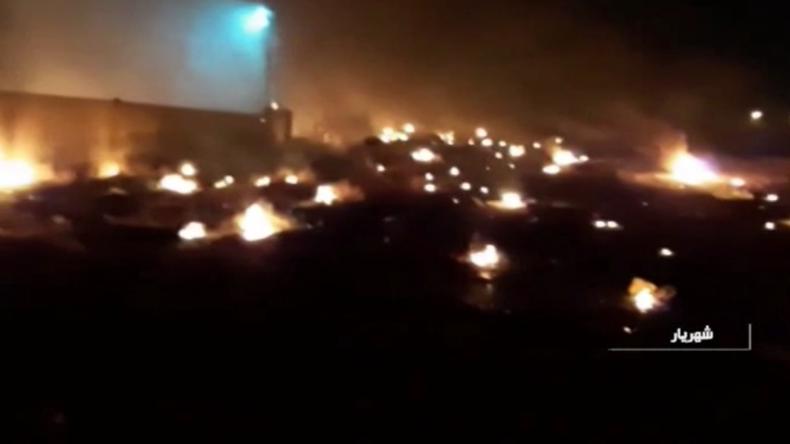 Videos zeigen Flugzeugabsturz in Teheran und iranische Angriffe auf US-Militärbasen im Irak