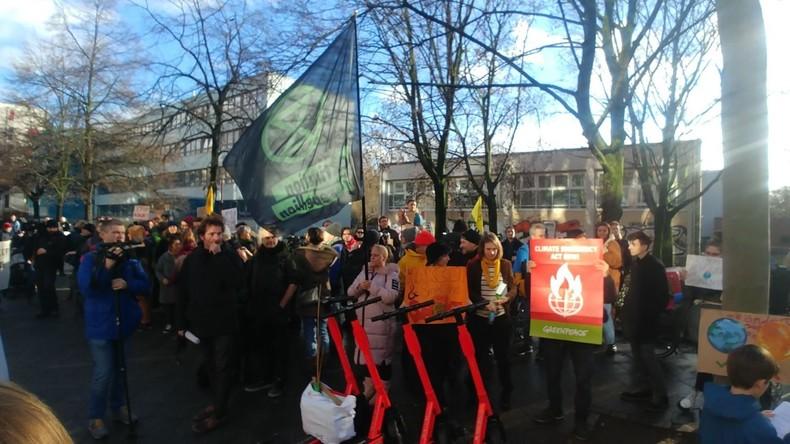 """LIVE: """"Extinction Rebellion"""" protestiert vor australischer Botschaft in Berlin"""