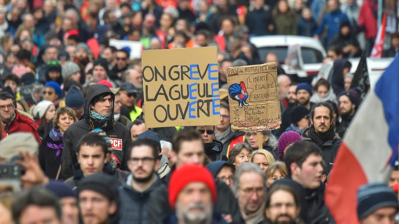 LIVE: Paris – Protest der Gelbwesten und Gewerkschaften gegen Rentenreformpläne von Macron