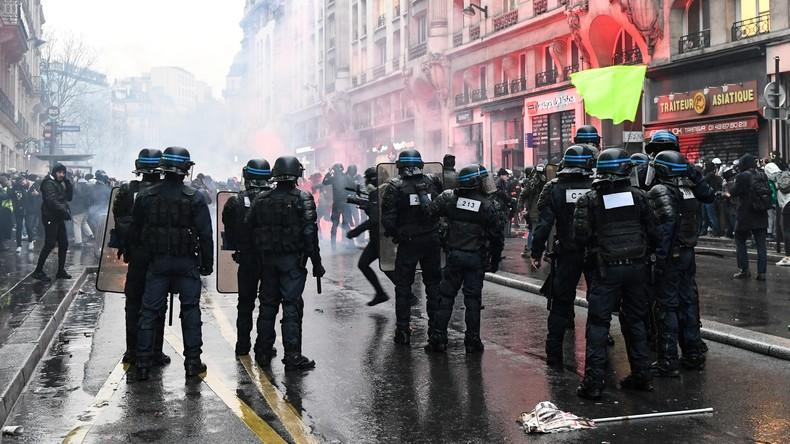 Polizeigewalt in Frankreich: Innenminister ruft zu Mäßigung auf