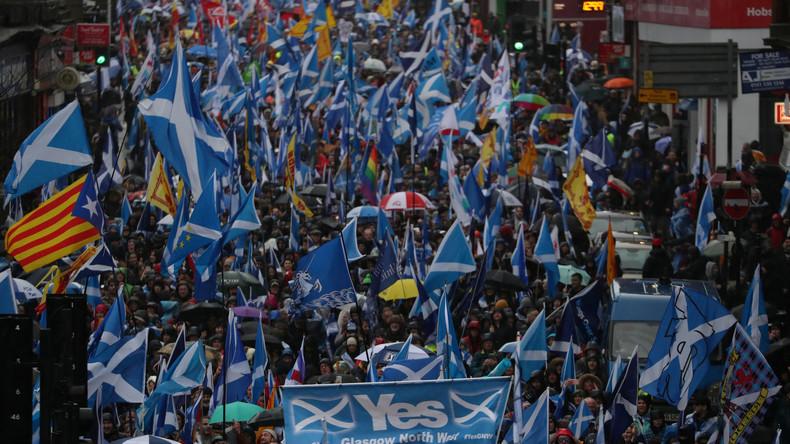 """""""Schottlands Recht zu wählen"""": Tausende Schotten protestieren mit Unabhängigkeitsmarsch in Glasgow"""