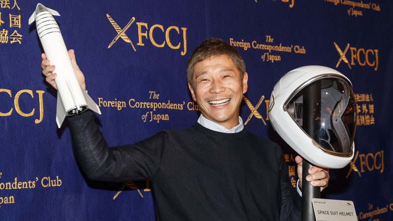 Partnerin fürs All: Japanischer Milliardär sucht weibliche Begleitung, die mit ihm zum Mond fliegt