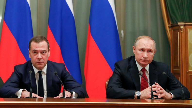 Putin und Medwedew geben gemeinsame Pressekonferenz (Video)