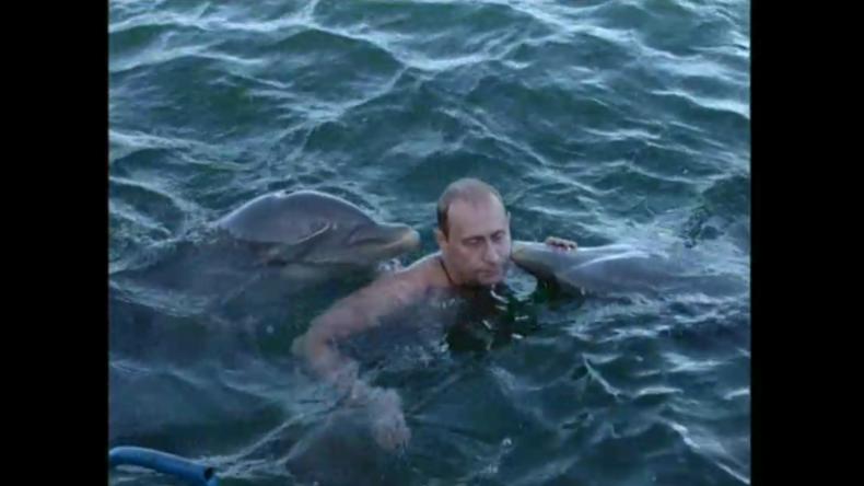20 Jahre Putin: Kreml veröffentlicht Archivalbum – In Kuba mit Delfinen planschen