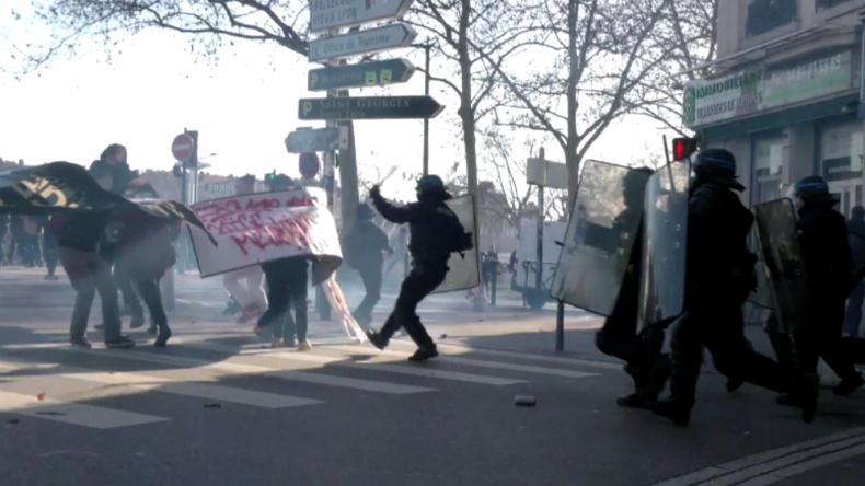 Lyon: Buh-Konzert für Polizisten, nach Schlagstock- und Tränengaseinsatz gegen Rentenreform-Gegner