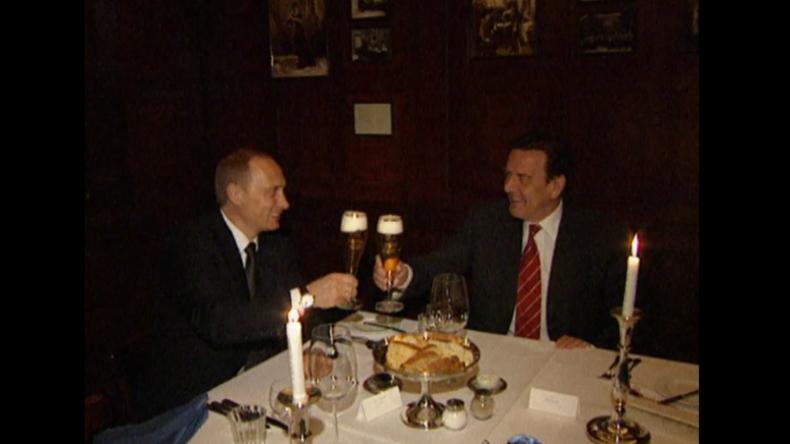 20 Jahre Putin: Kreml veröffentlicht Archivalbum – Auf ein Bier mit Schröder in Deutschland