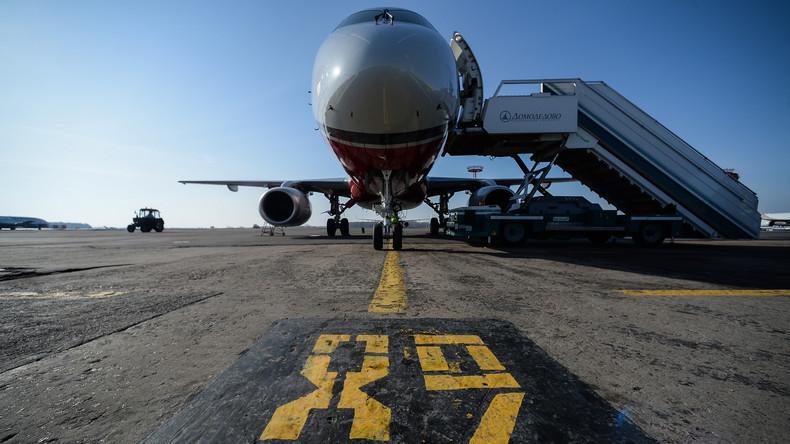 Bahn frei: Flugzeug landet auf halbfertiger Piste in Moskau