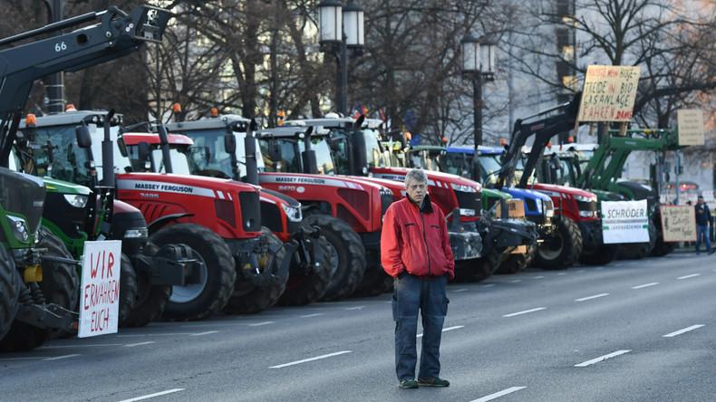 """""""Wir haben es satt"""": Bauernproteste vor dem Auswärtigen Amt"""