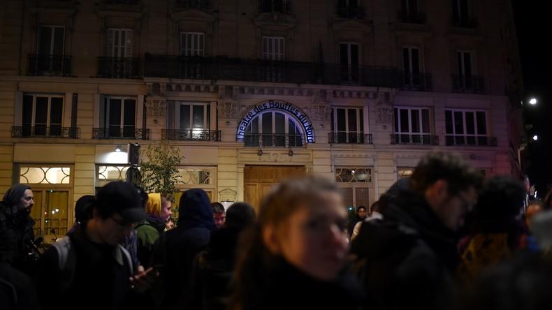 """""""Soll ich ihm den George Bush machen?"""" – Demonstranten stören Emmanuel Macron beim Theaterbesuch"""