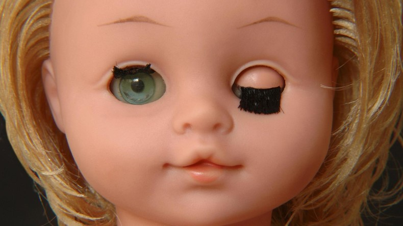 Vorsatz oder Fertigungsfehler? Eltern empört über Transgender-Puppe in russischem Spielwarengeschäft