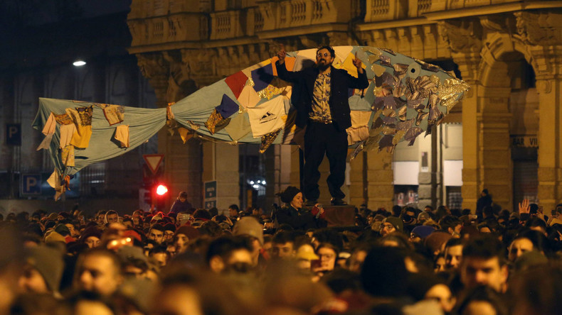 "Italien: Tausende ""Sardinen"" singen ""Bella Ciao"" gegen Salvini in Bologna"