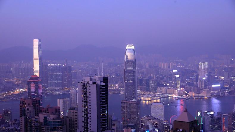 Nach Herabstufung durch Moody's wegen anhaltender Proteste: Hongkonger Börse bricht ein