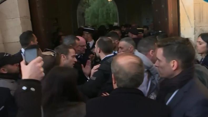 """""""Raus hier!"""" Macron rastet in Jerusalem aus, als israelische Polizisten französische Kirche betreten"""