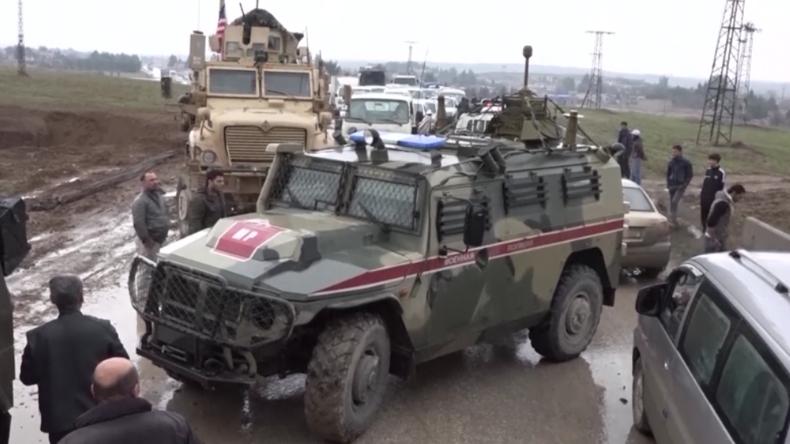 Syrien: Video soll zeigen, wie US-Armee russischen Militärkonvoi stoppt