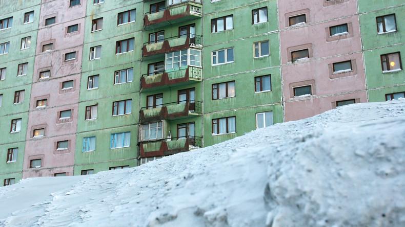 Schutzengel im Schnee: Russin stürzt aus dem neunten Stock – und geht einfach weiter