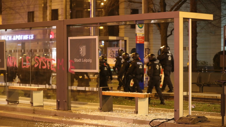 Leipzig: Linksautonome greifen Polizei bei Demo für Indymedia an (Video)