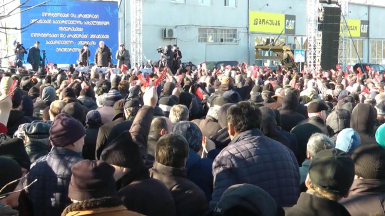 """Georgien: """"Umfragen verfälscht"""" – Hunderte protestieren vor US-Botschaft und fordern NGO-Verbot"""