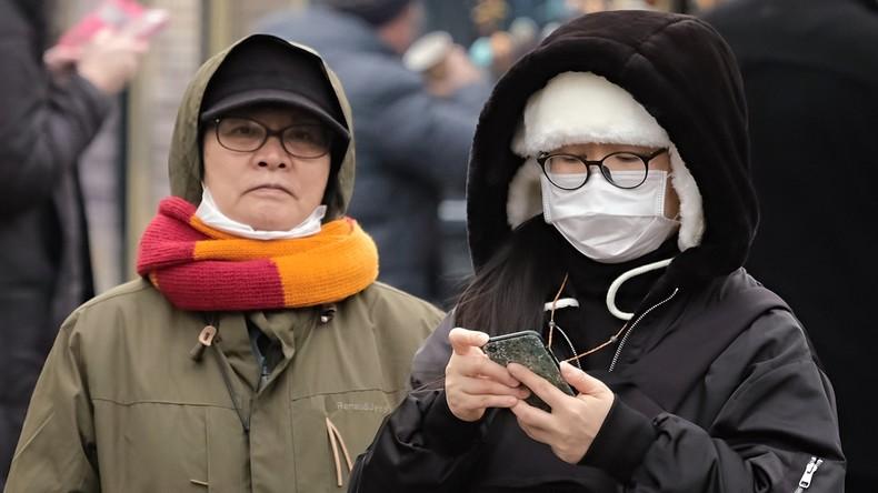 Schutzmasken gehen nach bestätigten Coronavirus-Fällen weg wie warme Semmeln