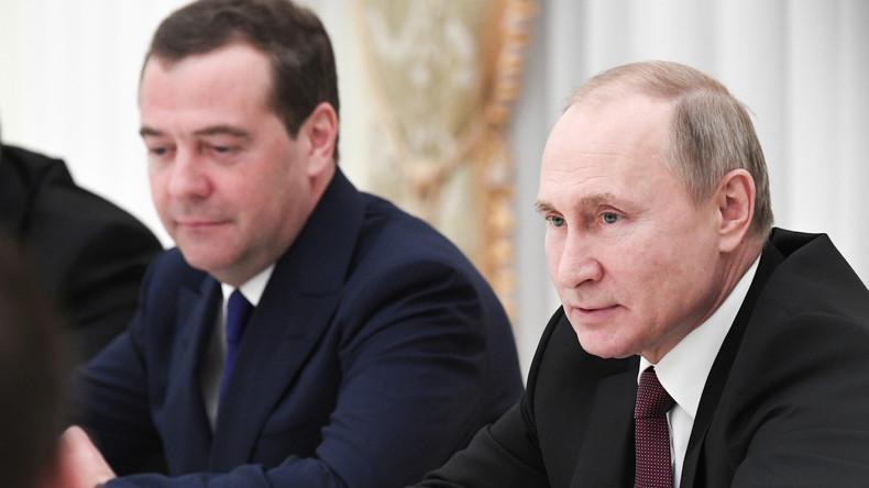 """""""Es wurde viel getan"""" – Putin dankt der Regierung unter Dmitri Medwedew"""