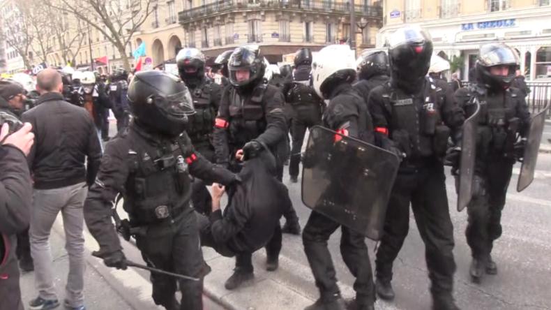 Paris: Erneut Protest und Zusammenstöße mit Polizei wegen Rentenreform