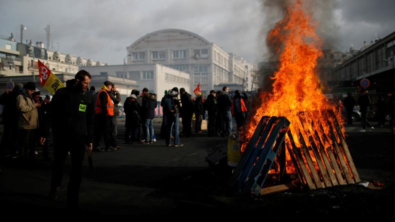 Frankreichs Wirtschaft leidet unter dem Druck massiver Proteste