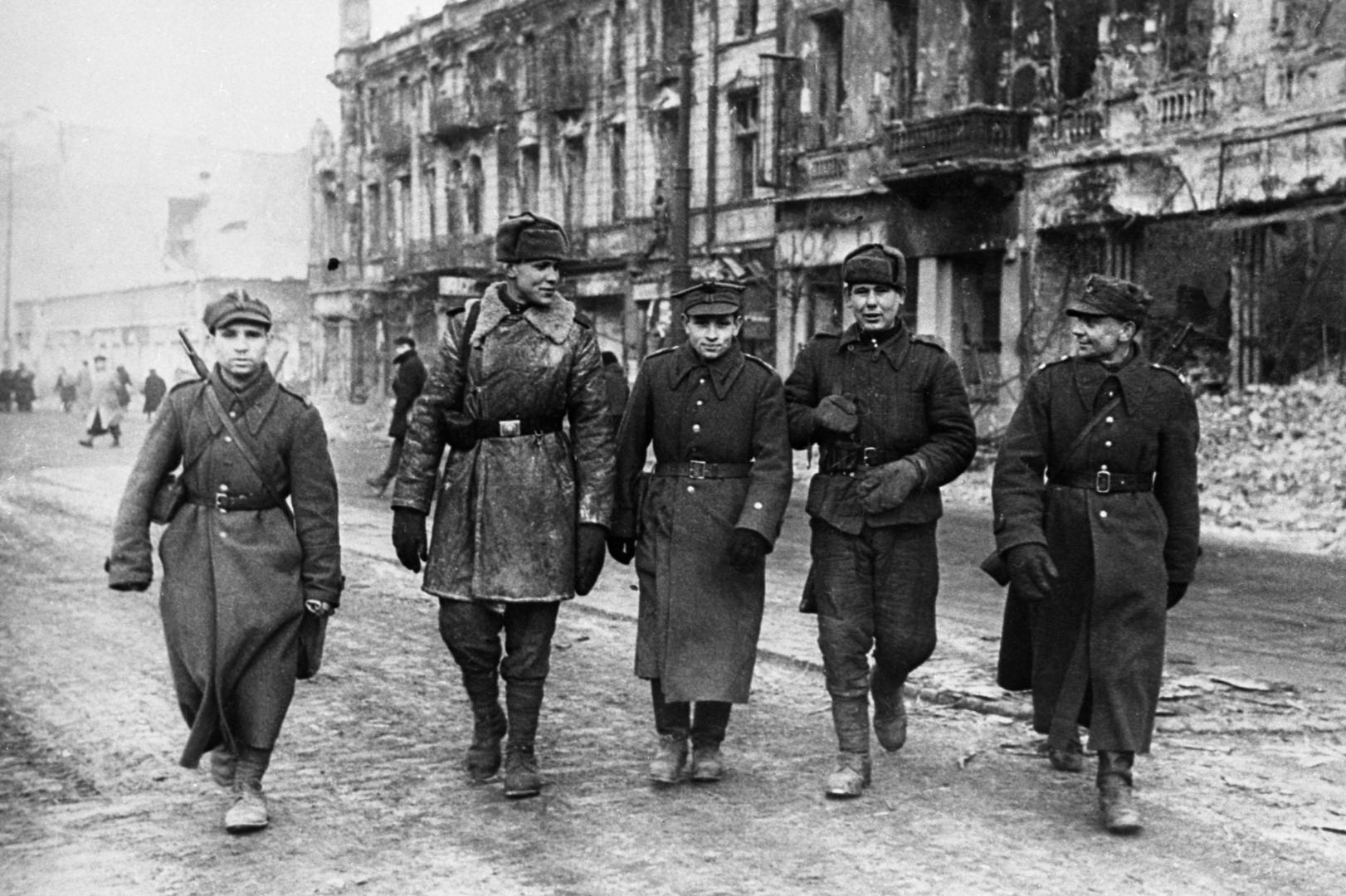 """""""Verteidigung der historischen Wahrheit"""": Russland gibt Dokumente zur Befreiung Warschaus frei"""