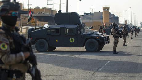 Irakische Spezialkräfte bewachen die US-Botschaft in der irakischen Hauptstadt Bagdad am 2. Januar.