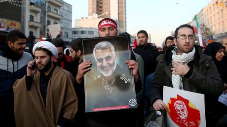Trauermarsch zu Ehren des getöteten Generalmajors Qassem Soleimani in Teheran am 6. Januar. Millionen Menschen in verschiedenen iranischen Städten begleiteten seit gestern die Prozession.