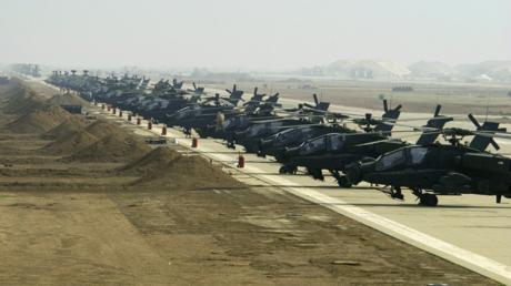 US-Hubschrauber auf der nun attackierten Basis Ain al-Assad im Jahr 2004