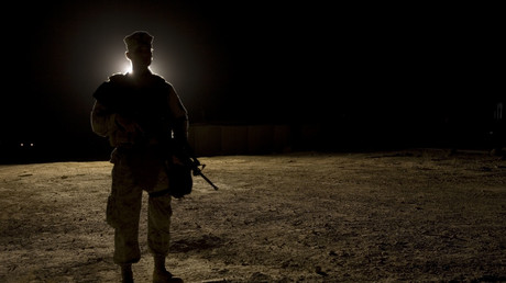 Archivbild: Ein US-Soldat steht Wache an der Al-Asad Air Base in der irakischen Anbar-Provinz, die vom Iran in der Nacht zum Mittwoch mit Raketen angegriffen wurde.