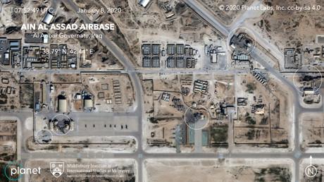 Die vom Satellitenbetreiber Planet Labs zur Verfügung gestellten Bilder des US-Militärflugplatzes Ain al-Asad im Irak zeigen Treffer an isoliert stehenden technischen Gebäuden wie Lagerhäusern – nicht aber an Militärbaracken.