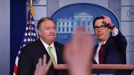 US-Außenminister Mike Pompeo und Finanzminister Steven Mnuchin nach der Ankündigung neuer Sanktionen gegen den Iran am 10. Januar 2020 im Weißen Haus in Washington