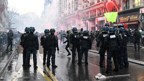 Die französische Polizei geht hart gegen Demonstranten vor, wie hier in Paris am 9. Januar.