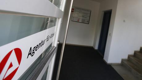 (Symbolbild). Der Eingang des Jobcenters in Eichstätt.