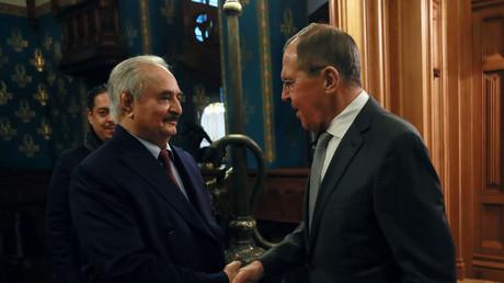Der libysche General Chalifa Haftar und der russische Außenminister Sergei Lawrow, Moskau, Russland, 13. Januar 2020.