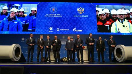 Serbiens Präsident Vučić erwartet 166 Millionen Euro jährlich durch Erdgastransit aus TurkStream (Präsidenten und Minister Russlands, der Türkei, Serbiens und Bulgariens  sowie Wirtschaftsfunktionäre bei der Eröffnung der Erdgaspipeline TurkStream in Istanbul am 08. Januar 2020)