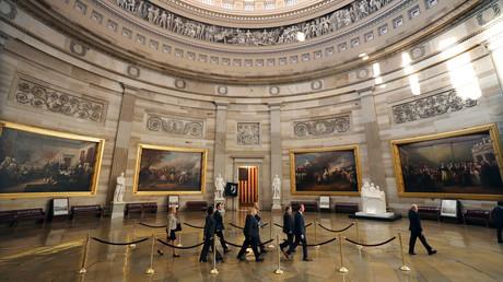 Adam Schiff führt die sogenannten Impeachment-Manager am 16. Januar durch die berühmte Rotunde des Kapitols in den US-Senat.