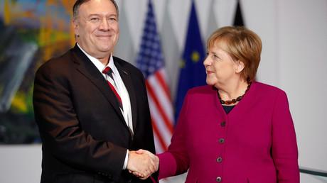 US-Außenminister Mike Pompeo und Bundeskanzlerin Angela Merkel (CDU) bei einer Pressekonferenz am 8. November 2019 in Berlin, Deutschland.
