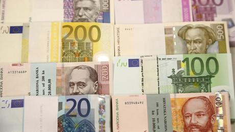 Euro- und Kuna-Banknoten: Die Mehrheit der Kroatien will die Kuna behalten und lehnt die Einführung des Euro ab.