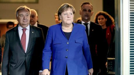 UN-Generalsekretär António Guterres, Bundeskanzlerin Angela Merkel und Bundesaußenminister Heiko Maas auf der Pressekonferenz am Ende des Libyen-Gipfels in Berlin