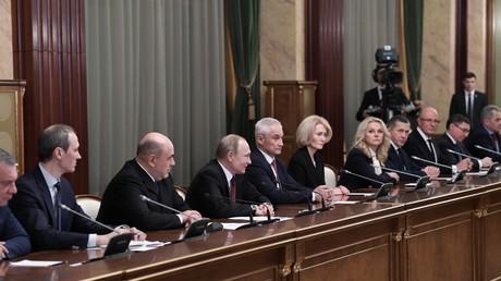 Der neue russische Regierungschef Michail Mischustin bei der Vorstellung seines Kabinetts im Beisein von Wladimir Putin.