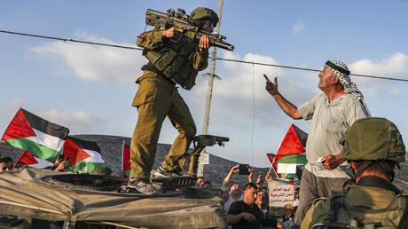 Unbewaffnete Palästinenser protestieren gegen die israelische Armee in der Nähe der Stadt Nablus im Westjordanland (Bild vom 04.09.19).