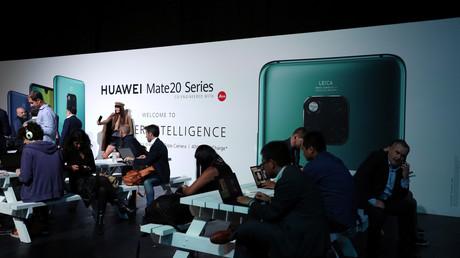 Menschen bei einer Veranstaltung zur Vorstellung der Huawei Mate 20 Smartphone-Serie in London