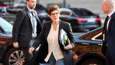 Verteidigungsministerin Annegret Kramp-Karrenbauer auf dem Weg zur CDU-Vorstandsklausur in Hamburg am 18. Januar.
