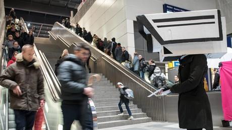 Gegen das Pilotprojekt zur Gesichtserkennung am Bahnhof Südkreuz in Berlin regte sich breiter Protest.
