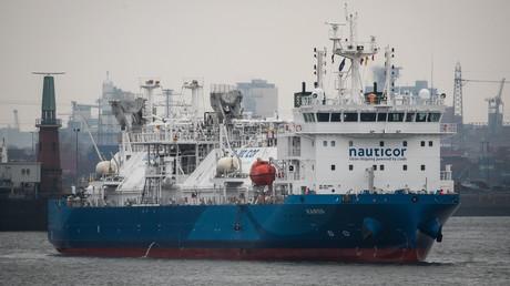 Das bisher weltweit größte LNG-Bunkerschiff MS Kairos im Hamburger Hafen