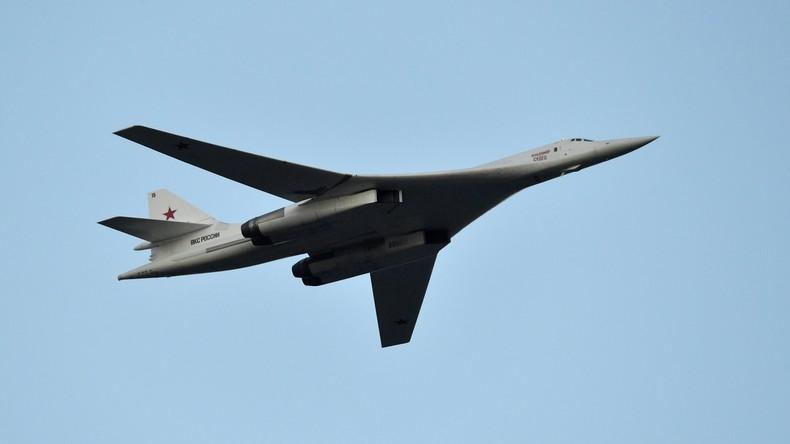 Russlands modernisierter Bomber Tupolew Tu-160M absolviert Jungfernflug